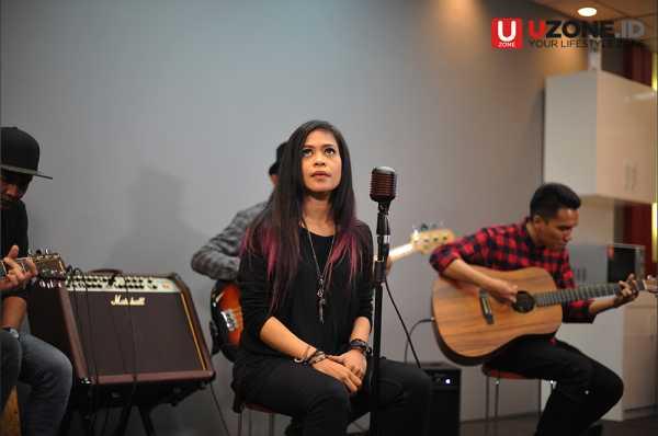 Aksi Kikan Namara Dendangkan Karma di UZone.id