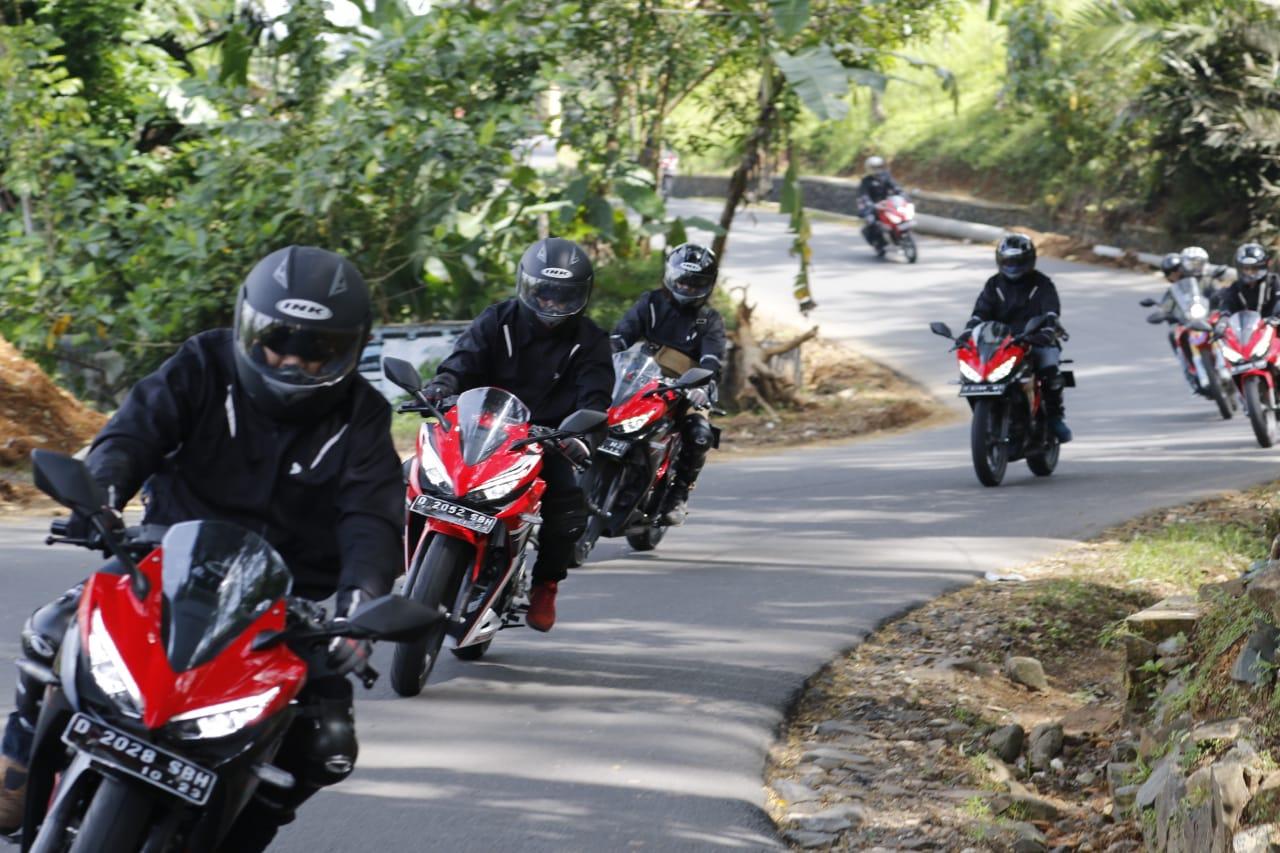Ngegas Honda PCX dan CBR150R Menuju Honda Bikers Day Pangandaran