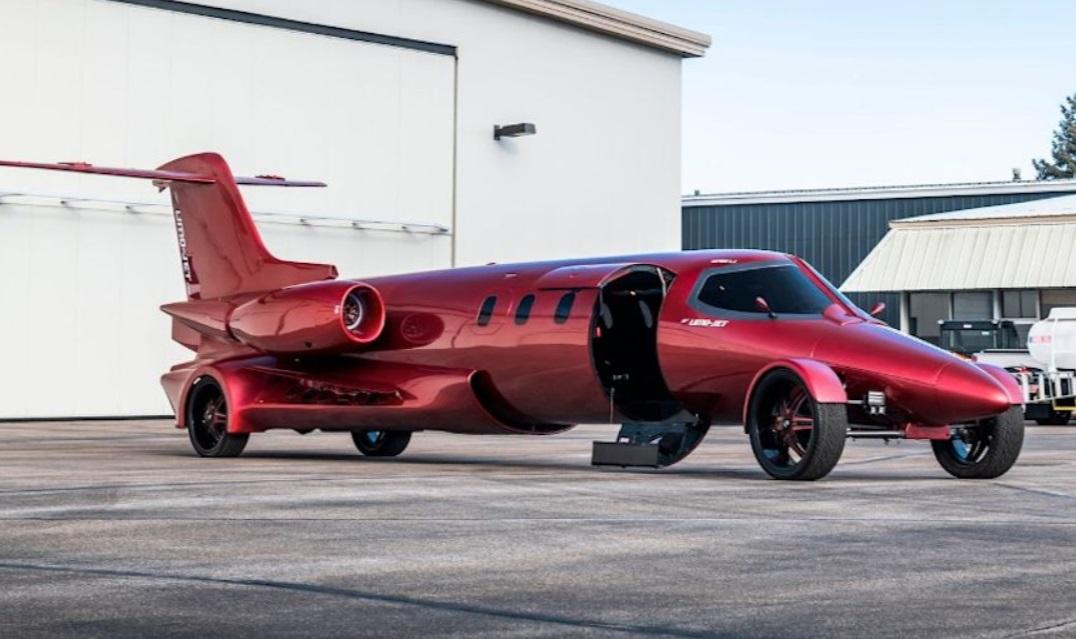 Pesawat Jet Ini Tidak Bisa Terbang, Tapi Berjalan di Jalan Raya