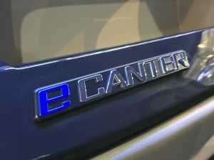 ada emblem e-Canter yang menandakan kalau ini adalah truk listrik