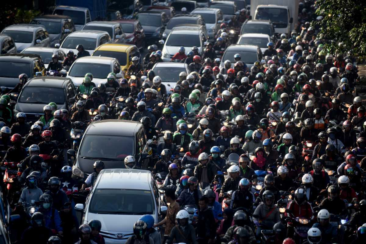 Social Distancing buat Bikers, Waspada di Kemacetan dan Lampu Merah!