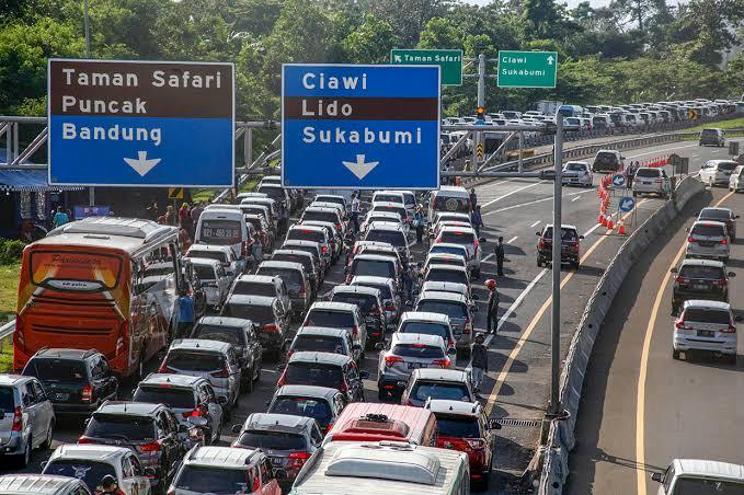 Indonesia Terserah, Ratusan Ribu Kendaraan Tinggalkan Jakarta