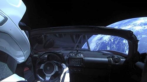 Tesla Mengangkasa, Netizen Ledek Penganut Bumi Datar