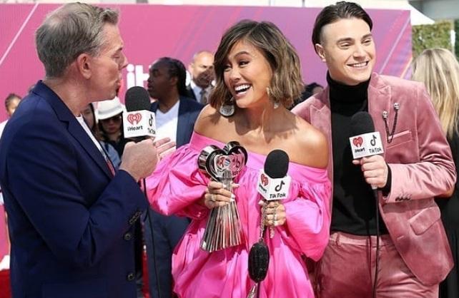 Agnez Mo Menangkan Social Star Award di iHeartRadio Music Awards
