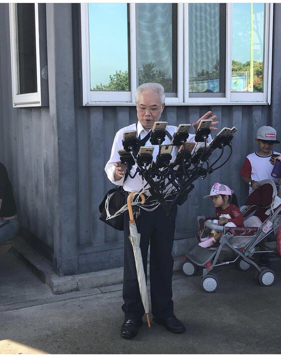 Pria 70 Tahun ini Pakai 11 Ponsel Sekaligus untuk Main Pokemon Go