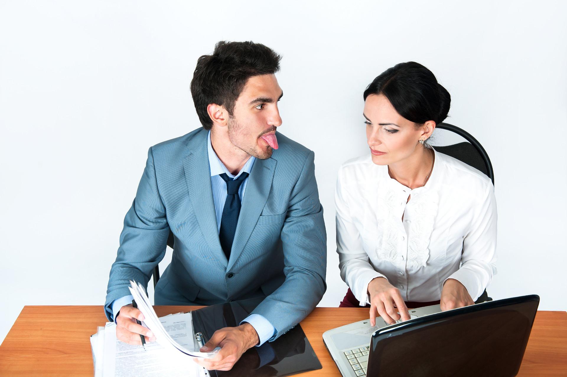 Mau Pacaran dengan Teman Kantor? Pikir-Pikir Dulu <i>Deh</i>