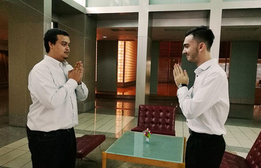 Jabar Siaga 1 Corona, 'Nadiem Makarim' Gaungkan Namaste Over Handshake