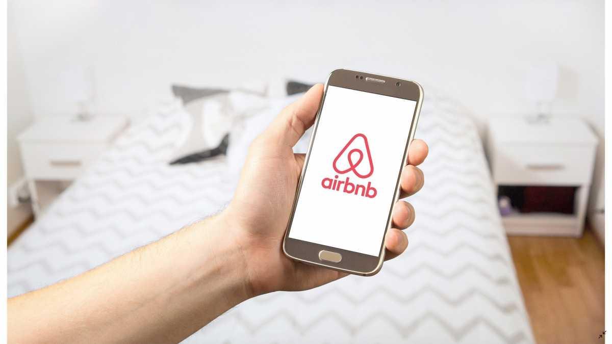Bakal Refund Pesanan Tamu, Airbnb Diprediksi Merugi