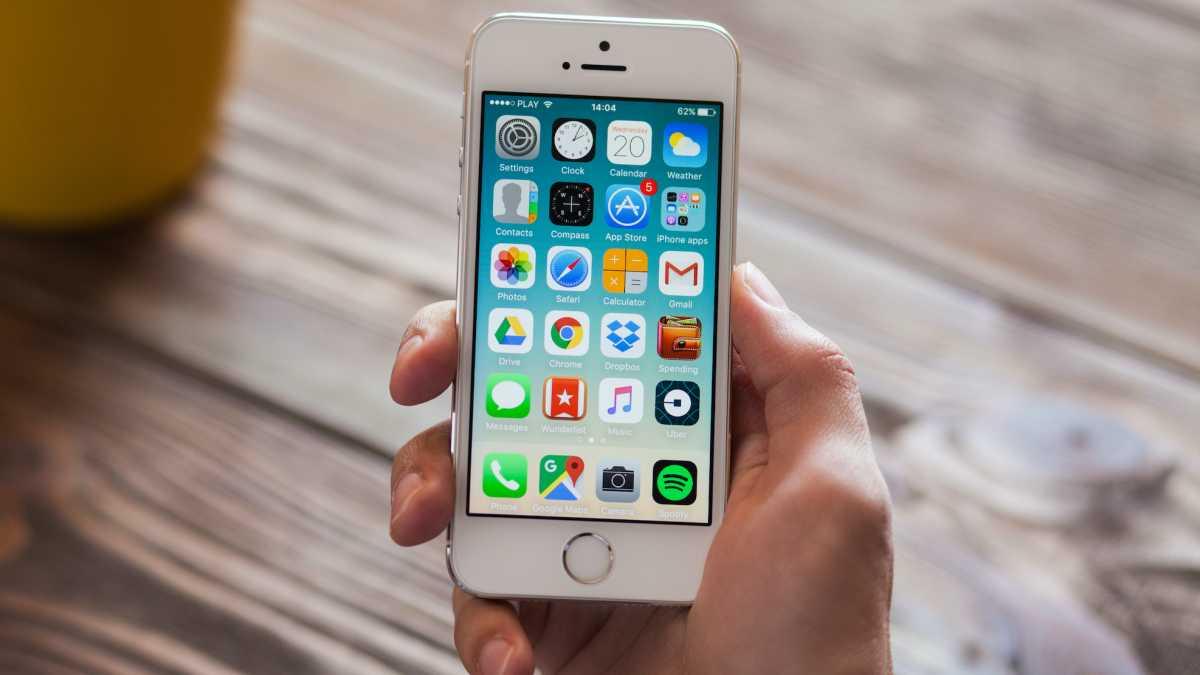 Jatuh ke Sungai 2 Bulan Lalu, iPhone 8 Masih Nyala Usai Dikeringkan dalam Beras