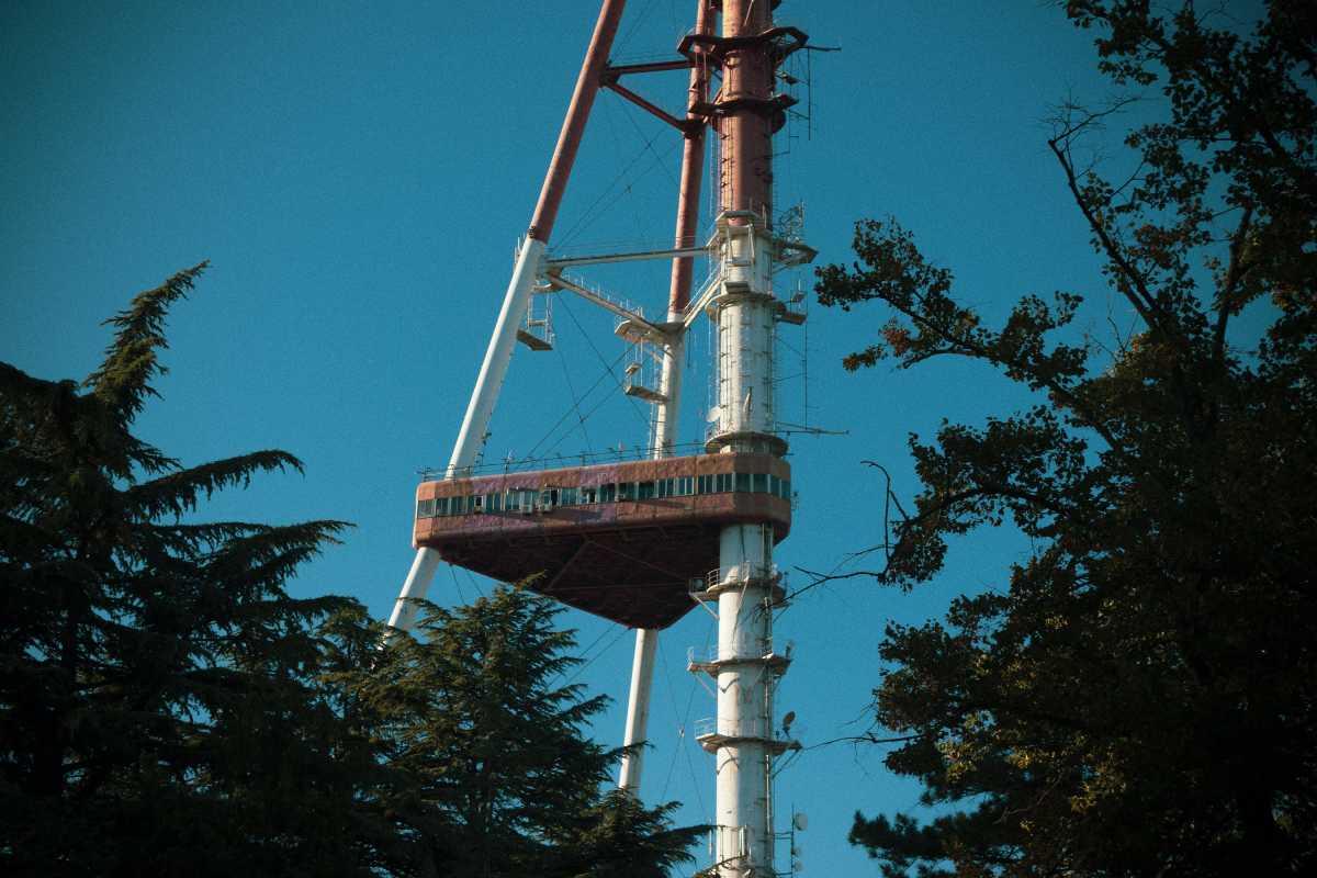 Termakan Hoaks, Warga Inggris Bakar Menara BTS 5G
