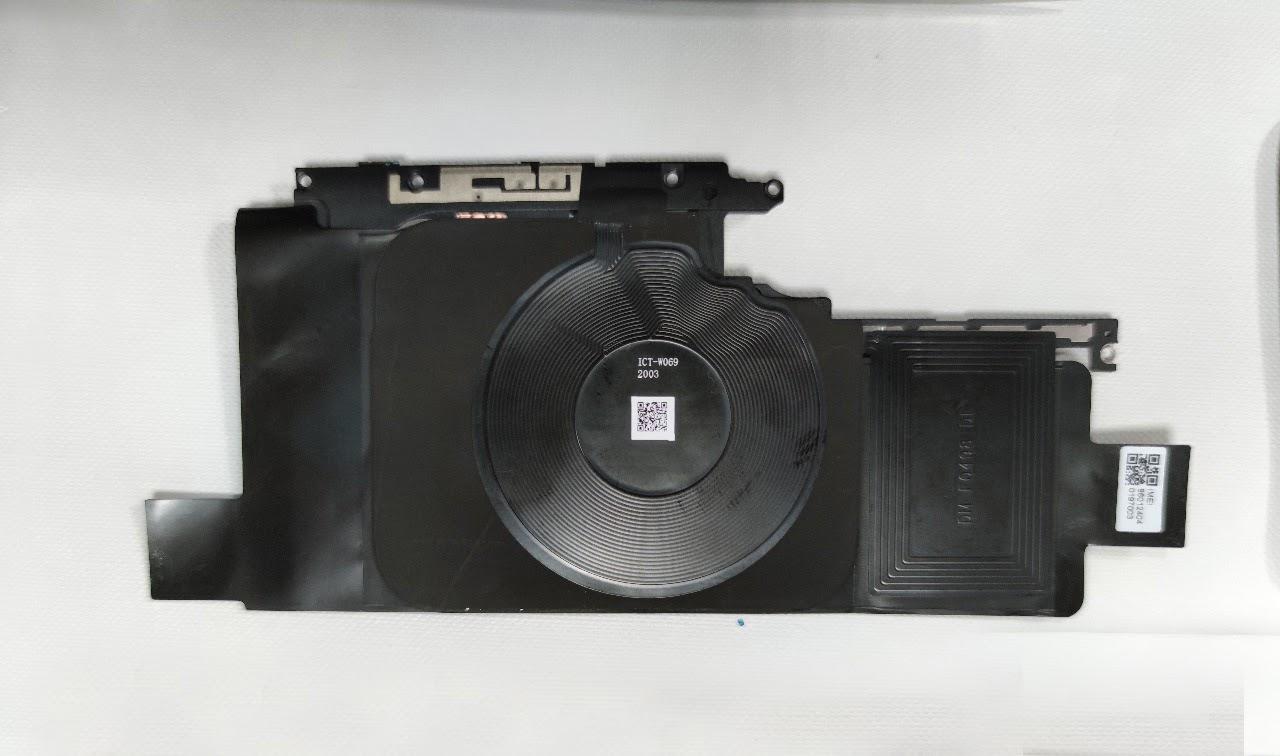 Foto 2 - Komponen Lapisan grafit, Komponen NFC, dan Komponen Wireless Charge