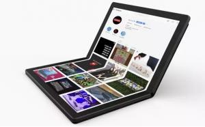 Gak seperti laptop pada umumnya yang punya papan ketik, ThinkPad X1 Fold 'berisi' layar sentuh semua. (Foto: Lenovo)
