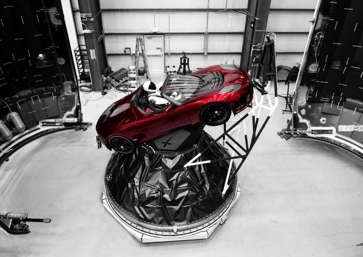 Kenalan dengan 'Astronaut' yang Mengendarai Tesla ke Luar Angkasa