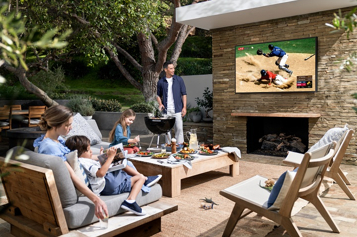The Terrace, Smart TV QLED 4K Outdoor, Anti Air dan Debu!