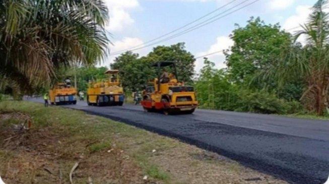 2.542 Ton Aspal Karet Akan Digunakan untuk Bangun 93,66 Km Jalan Nasional
