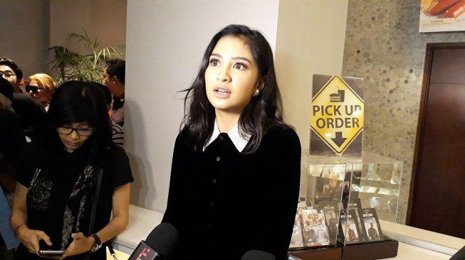 Mikha Tambayong dan Daniel Wenas Hadir di Gala Premiere Film