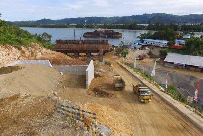 Pemerintah Buka Jalan Baru di Pantai Utara Papua
