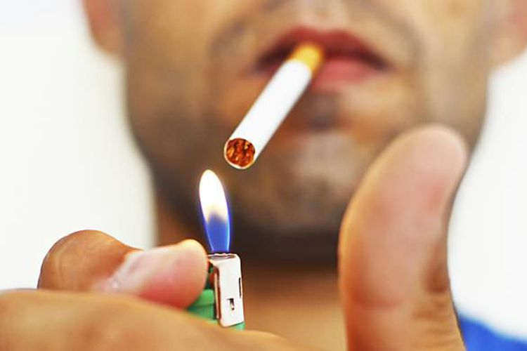 Hindari Pemotor yang Merokok di Jalan Raya