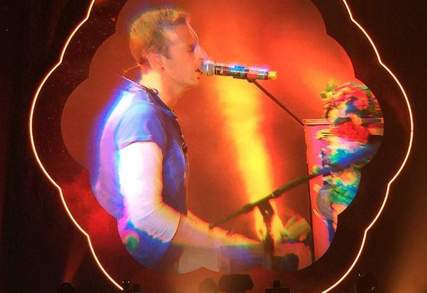 Sebar Pesan Damai, Konser Coldplay di Thailand Pecah!