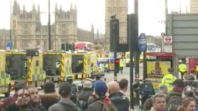 Pria Misterius di Lokasi Teror London Ini Dicaci Orang Sedunia
