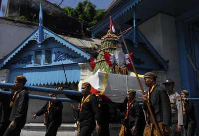 Ratusan Orang Antusias Ikuti Tradisi Gunungan Grebeg Syawal