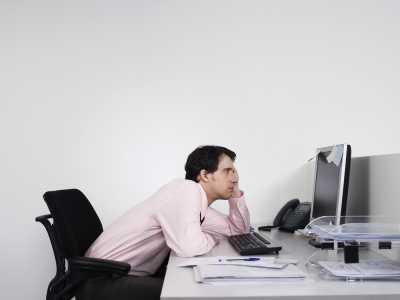 Ini Posisi Duduk di Depan Komputer yang Benar