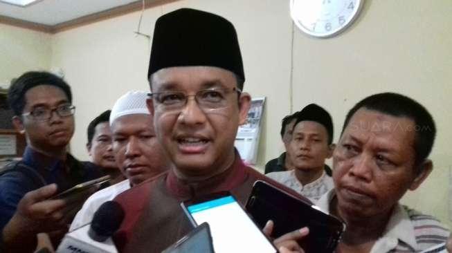 Anies Salat Jumat di Bukit Duri, Sindir Jokowi dan Ahok
