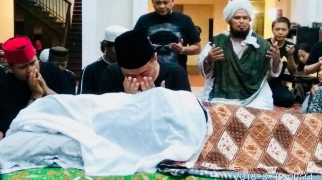 Ustadz Solmed Berduka untuk Opick