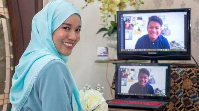 Viral! Perempuan Cantik Ini Tunangan Lewat Video Call