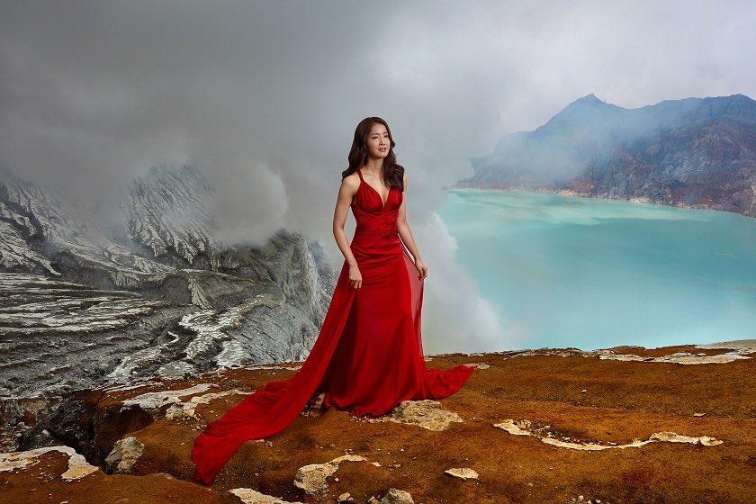 Aktris Korea Lee Si Young Berpetulang di Gunung Ijen