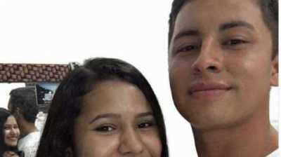 Foto Pasangan Ini Bikin Geger Netizen, Ada Apa?