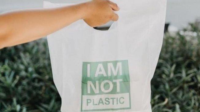 Ramah Lingkungan, Tas Plastik Ini Bisa Larut dalam Air