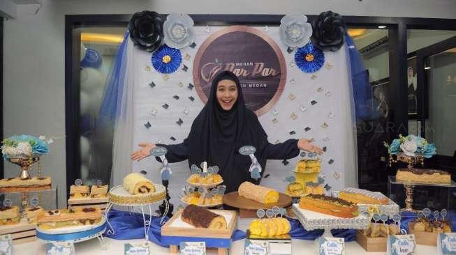 Oki Setiana Dewi Buka Toko Kue Kekinian di Medan Uzone