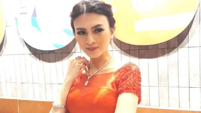 Doyan Berlian, Donita Diprotes Suami