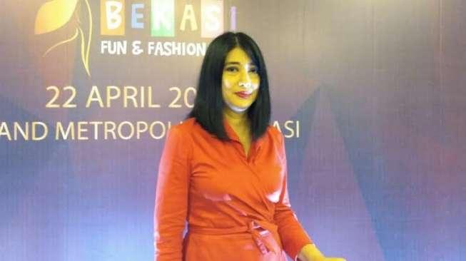 Model Senior Keke Soeryo Curhat Suka Duka Jadi Peragawati