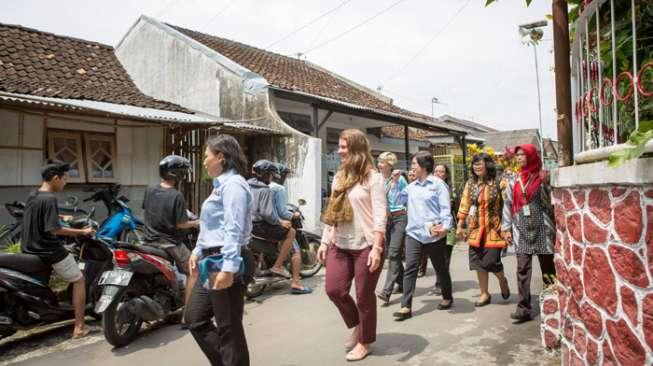Istri Orang Terkaya Sedunia Ini ke Indonesia Mencari Nyamuk