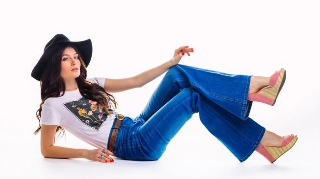 Kapan Usia yang Tepat Berhenti Pakai Celana Jeans?