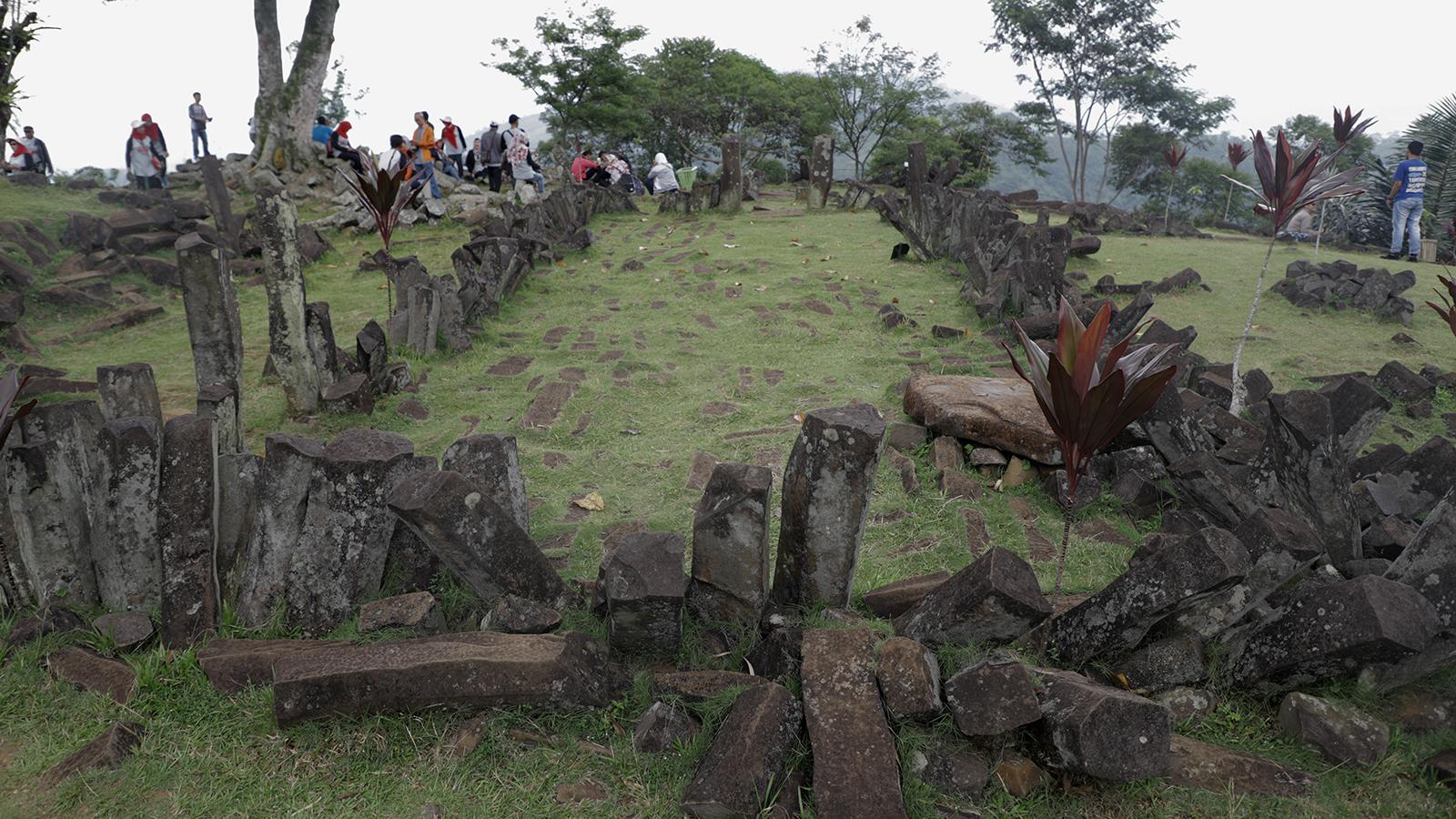 Menjejak Legenda Piramida Gunung Padang