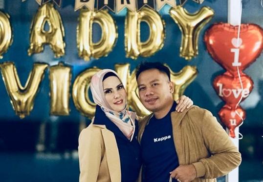 Sempat Marah, Angel Lelga Berikan Kejutan di Hari Ulang Tahun Vicky Prasetyo