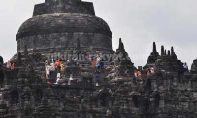 Yuk, Nikmati Atraksi Pelepasan Lampion di Borobudur