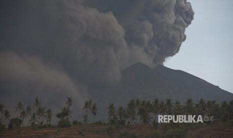 Pesawat ke Bali Dialihkan ke Bandara Terdekat