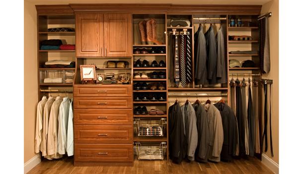 5 Benda Fashion yang Wajib Ada di Lemari Pria