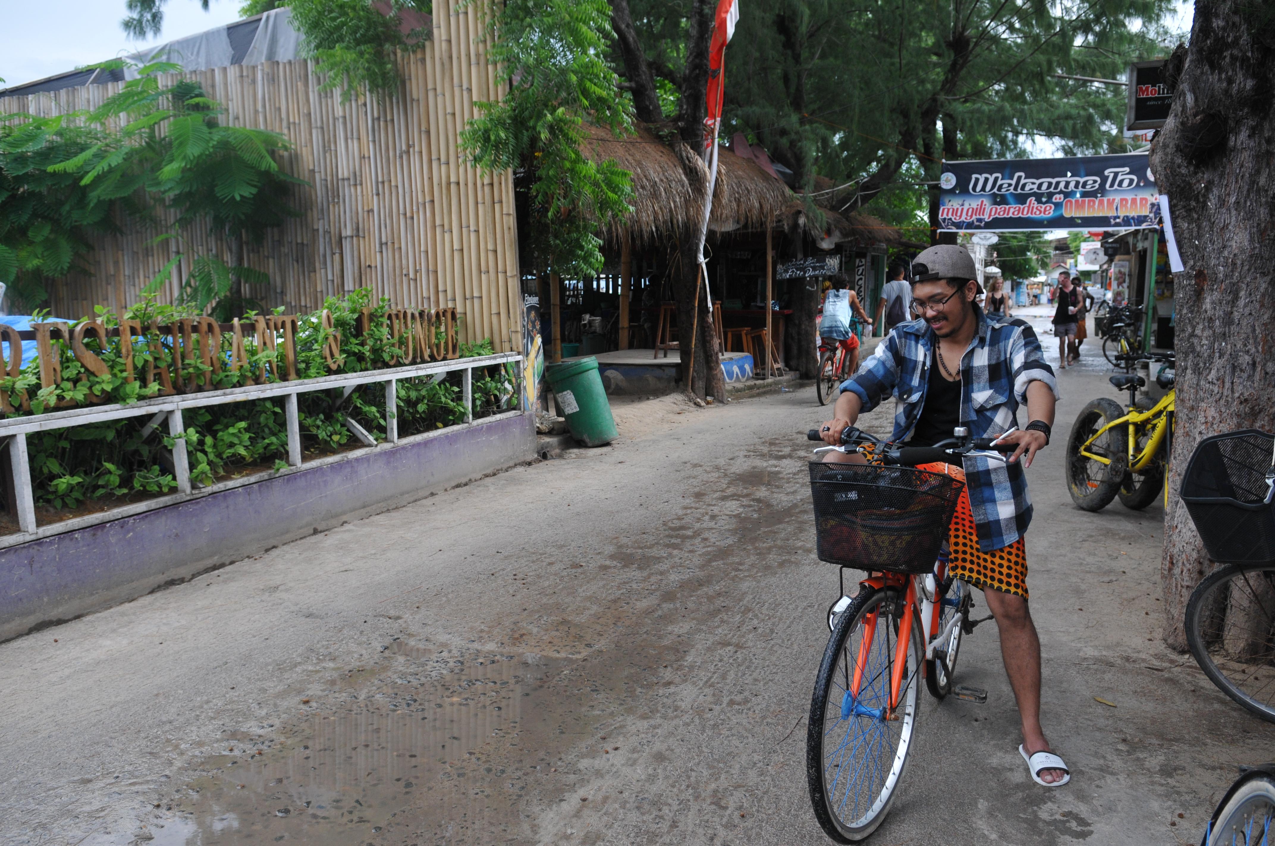 Asyiknya Bersepeda di Gili Trawangan