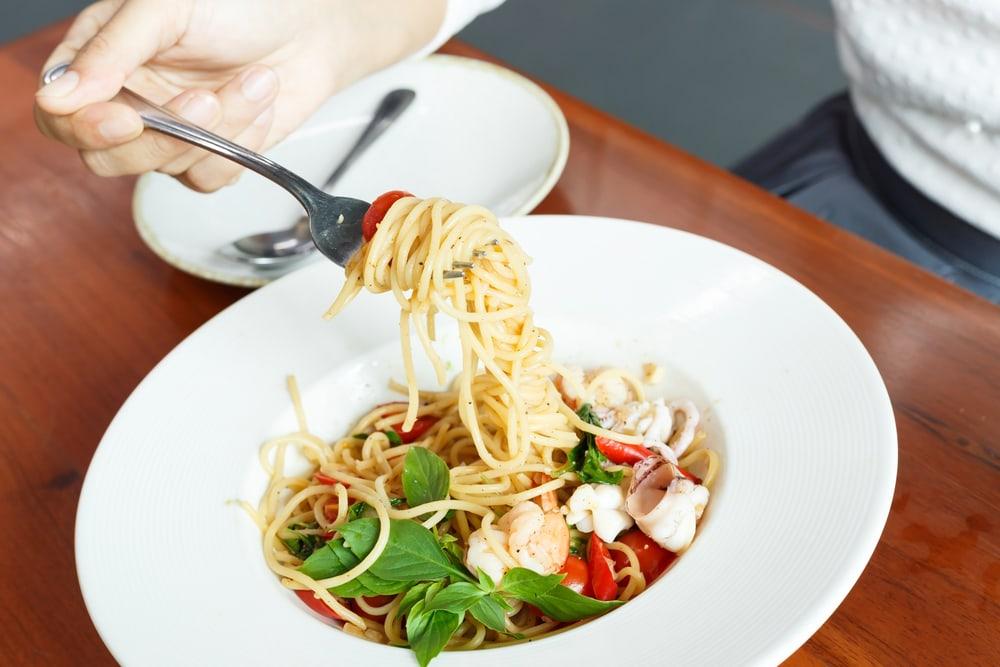 9 Trik Turun Bobot Untuk yang Suka Makan Banyak