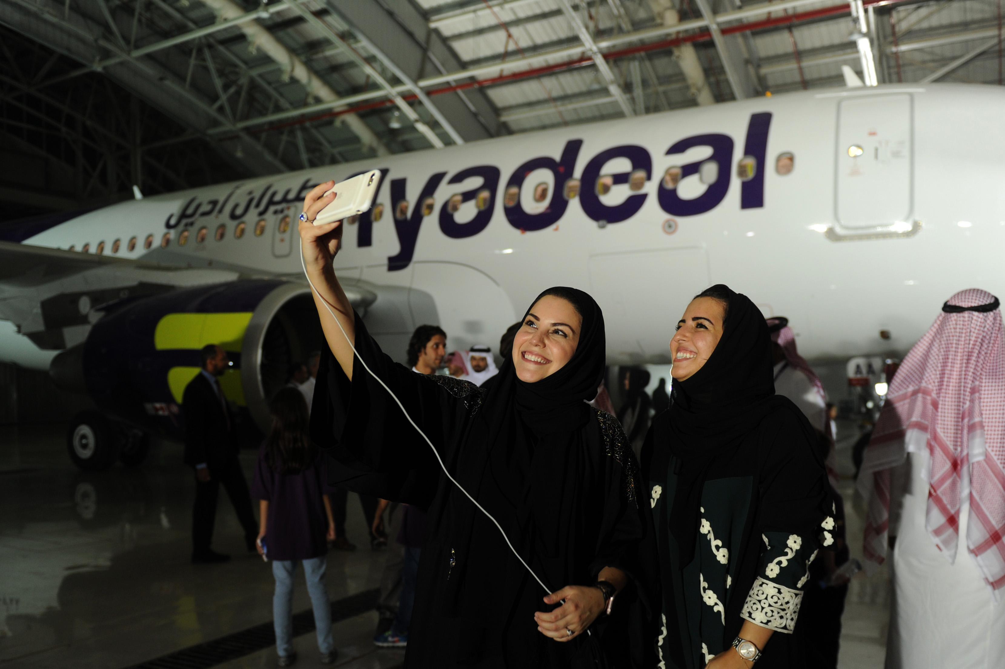 Arab Saudi Kini Izinkan Perempuan Bekerja Sebagai Pramugari