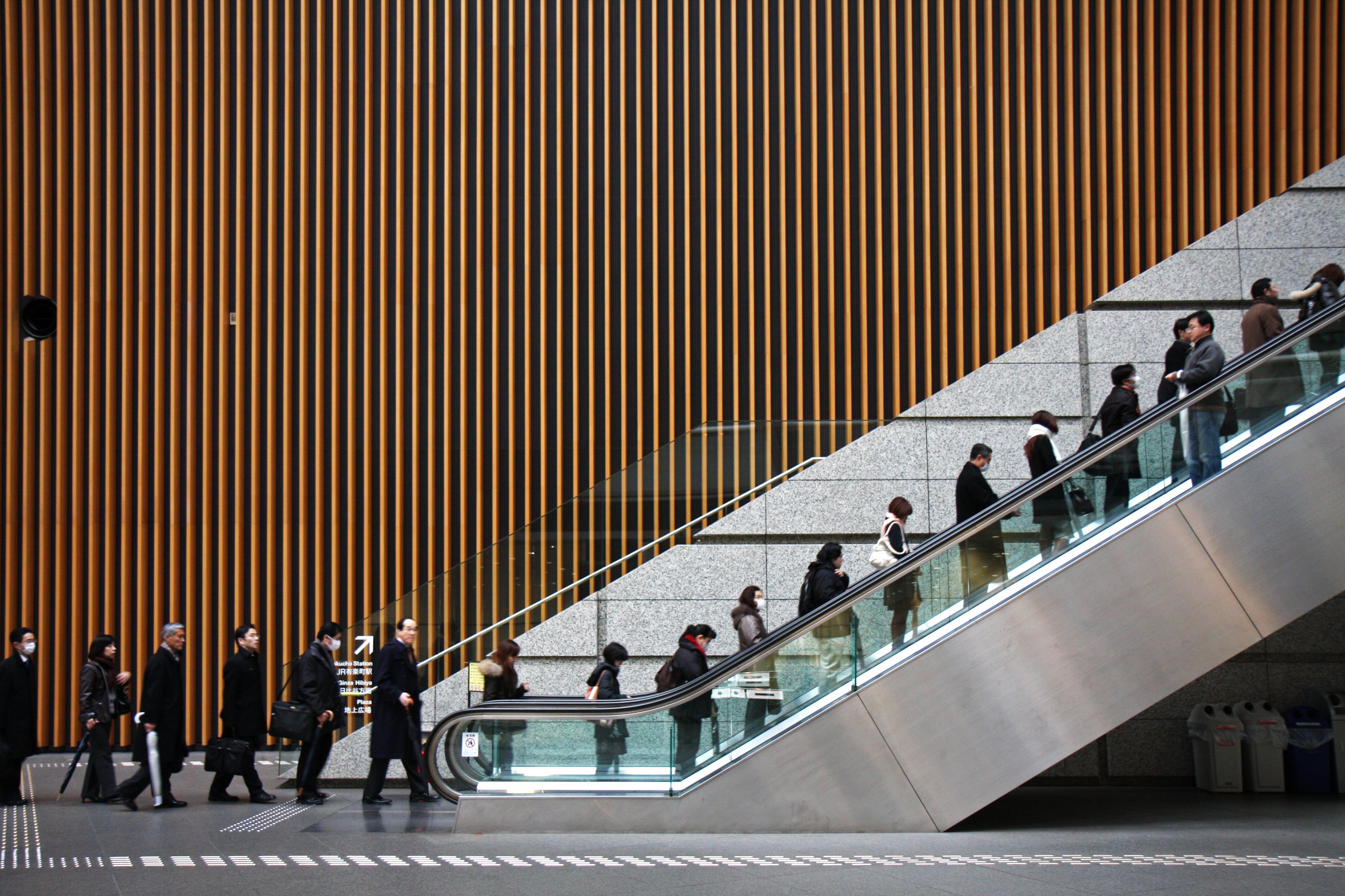 Traveler Wajib Tahu, Ini Etika Menggunakan Eskalator di Jepang