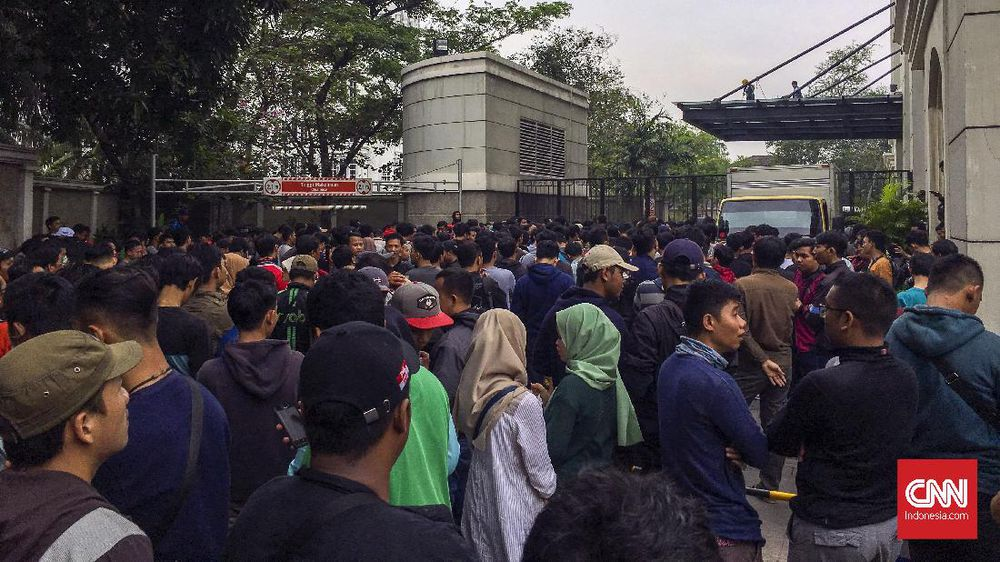 Antrean Tiket Timnas Indonesia U-19 Mengular dan Kacau