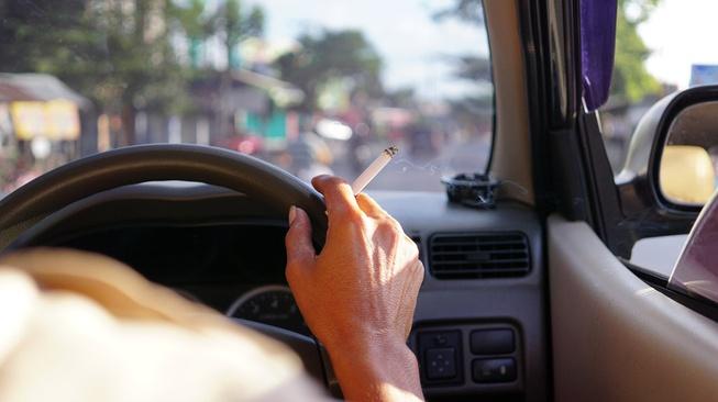 Merokok di Dalam Mobil, Sepele Tapi Sangat Berbahaya