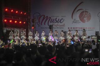 AKB48 sapa fansnya di Indonesia-Japan Music Festival