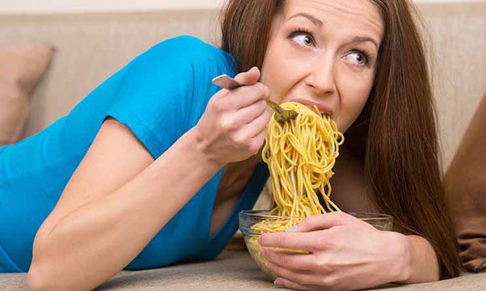 Bahaya di Balik Makan Mie dengan Nasi